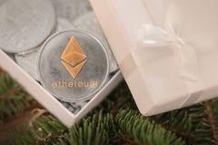 Cryptocurrency Ethereum på filialerna av granen arkivbilder