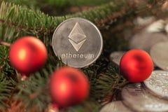 Cryptocurrency Ethereum på filialerna av granen arkivfoton