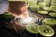 Cryptocurrency i przyszłościowy technologii pojęcie zdjęcie stock