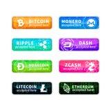 Cryptocurrency keurde hier goed, grote reeks glanzende emblemen met gemeenschappelijkste munttekens op wit royalty-vrije illustratie