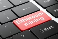 Cryptocurrency-Konzept: Ethereum-Bergbau auf Computertastaturhintergrund Stockfoto