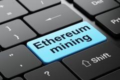 Cryptocurrency-Konzept: Ethereum-Bergbau auf Computertastaturhintergrund Lizenzfreie Stockfotografie
