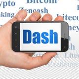 Cryptocurrency-Konzept: Hand, die Smartphone mit Schlag auf Anzeige hält Lizenzfreie Stockfotos
