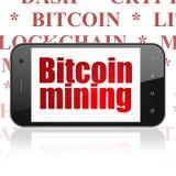 Cryptocurrency-Konzept: Smartphone mit Bitcoin-Bergbau auf Anzeige Stockfotos