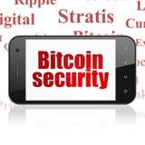 Cryptocurrency-Konzept: Smartphone mit Bitcoin-Sicherheit auf Anzeige Lizenzfreies Stockfoto