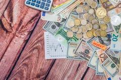 Cryptocurrency med euro- och dollarräkningar, mynt Arkivbilder