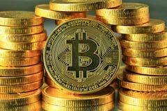 Cryptocurrency mundial de Bitcoins del oro fotos de archivo libres de regalías