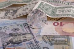 Cryptocurrency mynt Litycoin på euro- och dollarsedlarna Slut upp med den selektiva fokusen Royaltyfri Fotografi