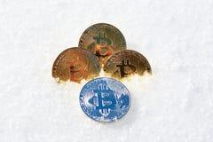 Cryptocurrency sur la neige, dedans Images libres de droits
