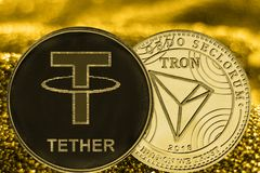 Cryptocurrency USDT y TRX de las monedas en fondo de oro fotos de archivo libres de regalías
