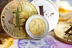 Cryptocurrency virtual - dinheiro financeiro da tecnologia e do Internet fotos de stock royalty free