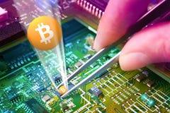 Cryptocurrency virtuale di Bitcoin dei soldi - Bitcoins accettato qui Fotografia Stock Libera da Diritti