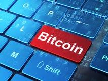 Cryptocurrencyconcept: Bitcoin op de achtergrond van het computertoetsenbord Royalty-vrije Stock Foto's
