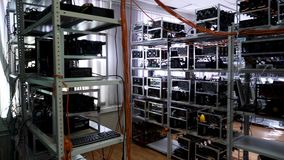 Cryptocurrencymateriaal, mijngeld elektronisch landbouwbedrijf, financiënconcept Voorraadlengte Bitcoinlandbouwbedrijf met het we stock footage