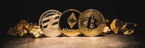 Cryptocurrencys Ethereum, Bitcoin, Litecoin i kopiec złoto, - fotografia stock