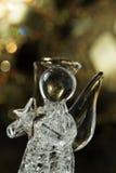 Crystal Angel på bakgrunden av guld- bollar för jul Ny Yea Royaltyfri Foto