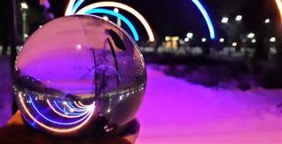 Crystal Ball With Nature Background Några foto som tas till och med exponeringsglasbollen som förvrider bilden men, är idérika royaltyfri foto