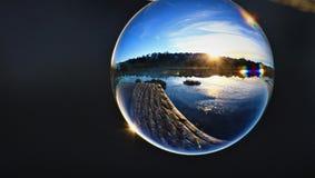 Crystal Ball Sunrise sullo stagno di trascuratezza di orizzonte immagini stock libere da diritti
