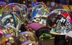Crystal Balls med snö Arkivfoton