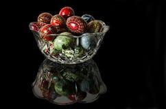Crystal Bowl ed uova di Pasqua Immagini Stock
