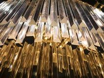 Crystal Chandelier Sluit omhoog op het kristal van een contempo stock afbeelding