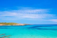 Crystal Clear Water de la mer Méditerranée à Arenal de Son Saura photographie stock