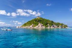 Crystal Clear Water på den tropiska ön Royaltyfri Fotografi