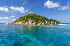 Crystal Clear Water på den tropiska ön Arkivbild
