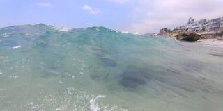 Crystal Clear Waves lizenzfreie stockfotos