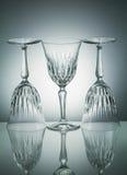 Crystal exponeringsglas med reflexion på vit upplyst bakgrund Arkivfoto