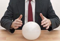 crystal framtida förutsägelse för bollaffärsman Arkivbilder