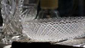 Crystal Glass Bowl antigo na loja velha com luminoso Fotografia de Stock Royalty Free