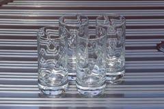 4 Crystal Glasses sul lavandino Fotografie Stock Libere da Diritti