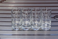 4 Crystal Glasses sur l'évier Photo libre de droits