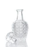 Crystal karaff för whisky på vit Arkivfoto