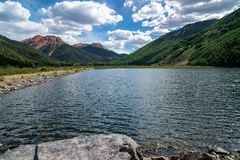 Crystal Lake dans le Colorado, le long de million de route du dollar près de Silverton et d'Ouray dans le San Juan Mountains image libre de droits