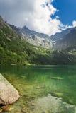 Crystal Lake in de bergen Stock Foto