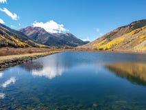 Crystal Lake le long de million de route du dollar images stock