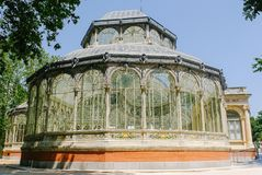 Crystal Palace i Madrid yttersida royaltyfri foto