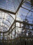 Crystal Palace (Palacio de Cristal) i Parque del Retiro i Madr Royaltyfri Fotografi