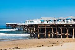 Crystal Pier en cabañas pacíficas de la playa, de la pesca y de las vacaciones Foto de archivo