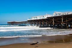 Crystal Pier en playa pacífica en San Diego, California imagenes de archivo