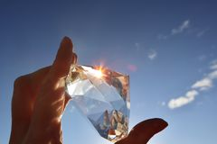 Crystal Reflecting Sunlight claro con el cielo azul fotografía de archivo libre de regalías