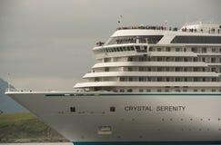 Crystal Serenity Departing Dutch Harbor stock afbeeldingen