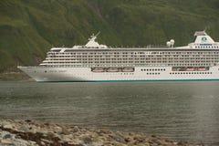 Crystal Serenity Departing Dutch Harbor stock afbeelding