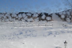 Crystal Snowflakes op Venster 15a Stock Afbeeldingen