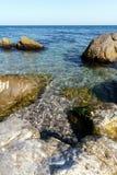Crystal vatten av Blacket Sea i området av Mishor Fotografering för Bildbyråer