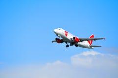 CSA捷克航空公司空中客车A319飞机在天空飞行在从普尔科沃机场的离开以后在圣彼德堡,俄罗斯 图库摄影