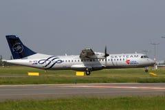 CSA Czech Airlines ATR72-212A in der Himmel-Teamlivree lizenzfreie stockfotografie
