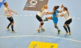 CSM布加勒斯特攻击的阿那宝拉罗德里格斯岛球员在比赛期间的与MKS Selgros鲁布林 免版税图库摄影